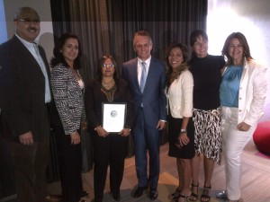 Alcalde de Doral, Luigi Boria entrega placa a Apevex
