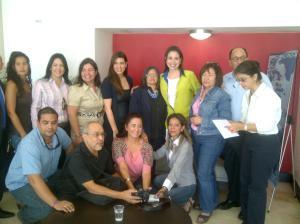 María Corina Machado con algunos de los afiliados a APEVEX